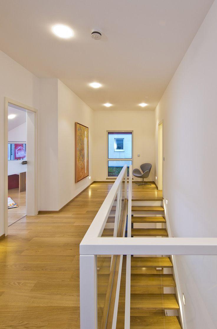 Haus FUTURE Mannheim Treppenaufgang Fertighaus WEISS