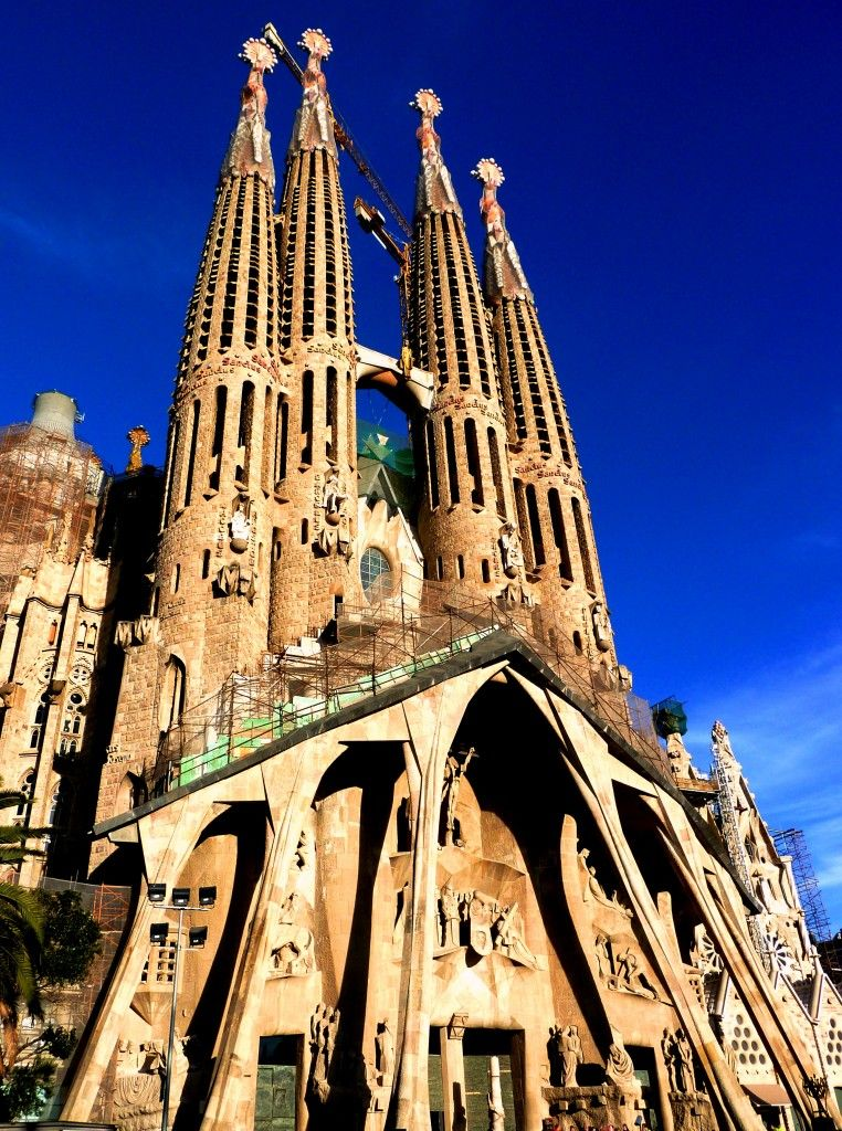 Temple of the sagrada familia barcelona spain tourist for Barcelona famila