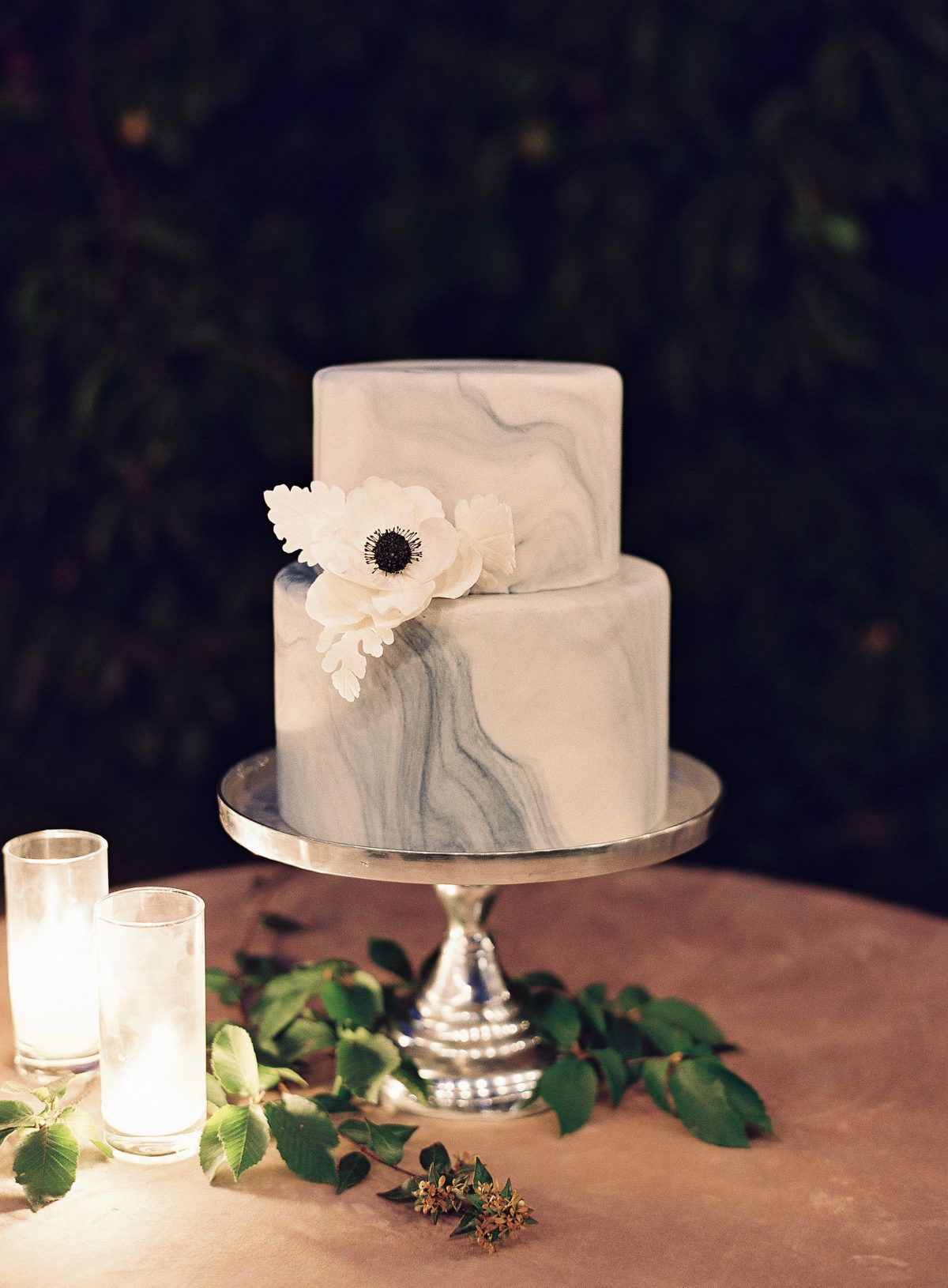 images This Is the Most Hated Wedding Cake Trend Right Now