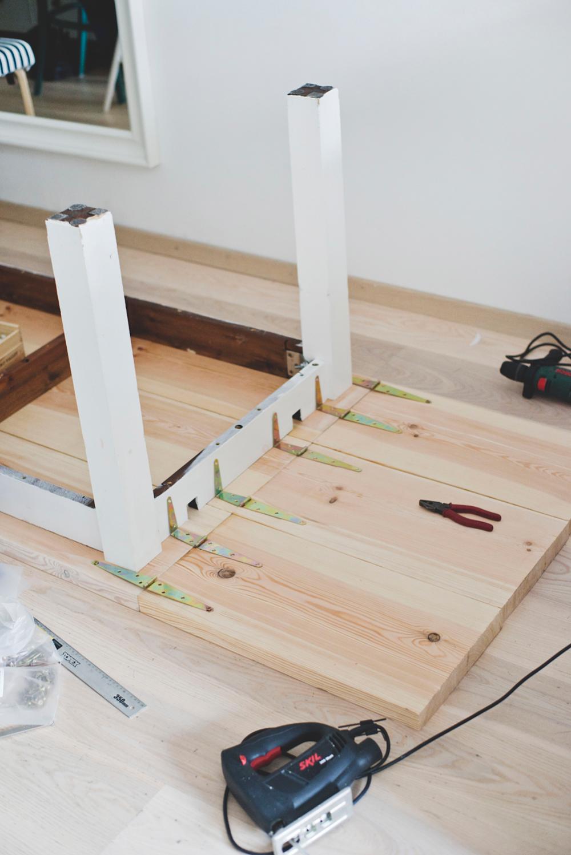 Jak Zrobic Drewniany Stol Z Opuszczanym Blatem Lugowanie Drewna Home Decor Decor Furniture