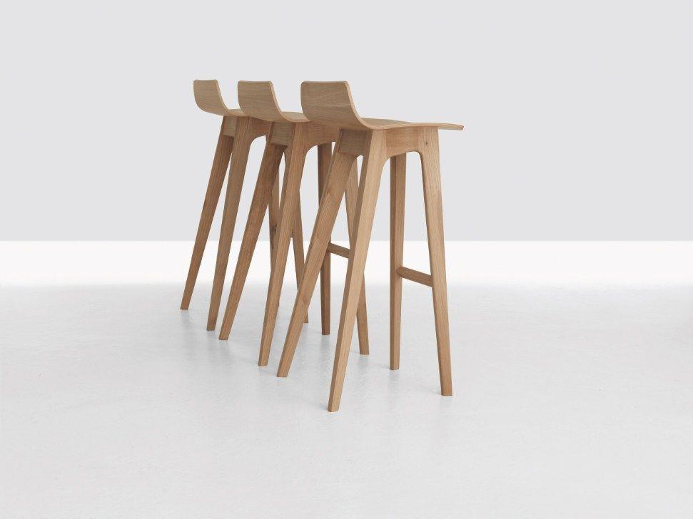 Taburete alto de madera morph bar by zeitraum dise o for Taburetes de bar de madera