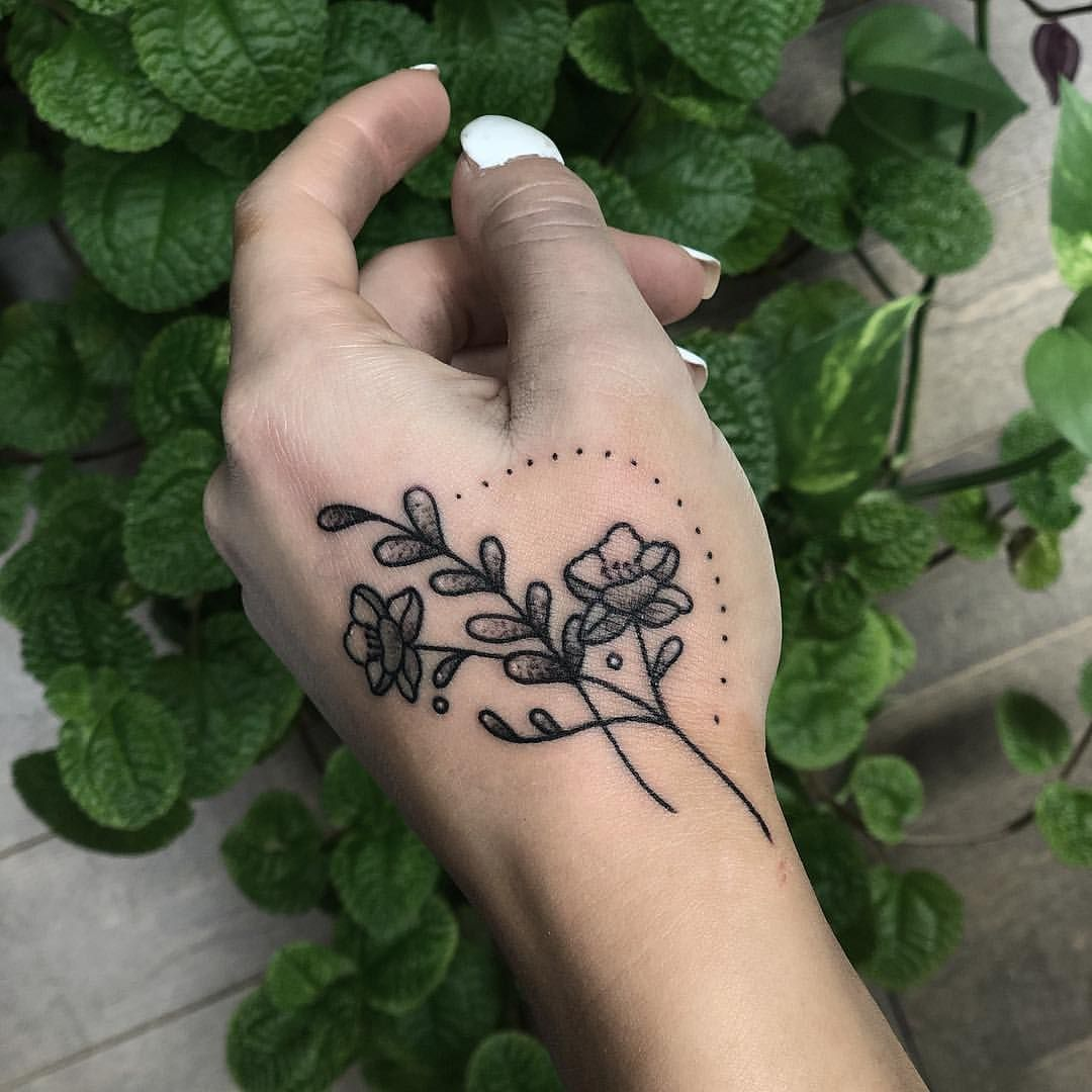 Decorated this pretty hand with a sprig on the flash day