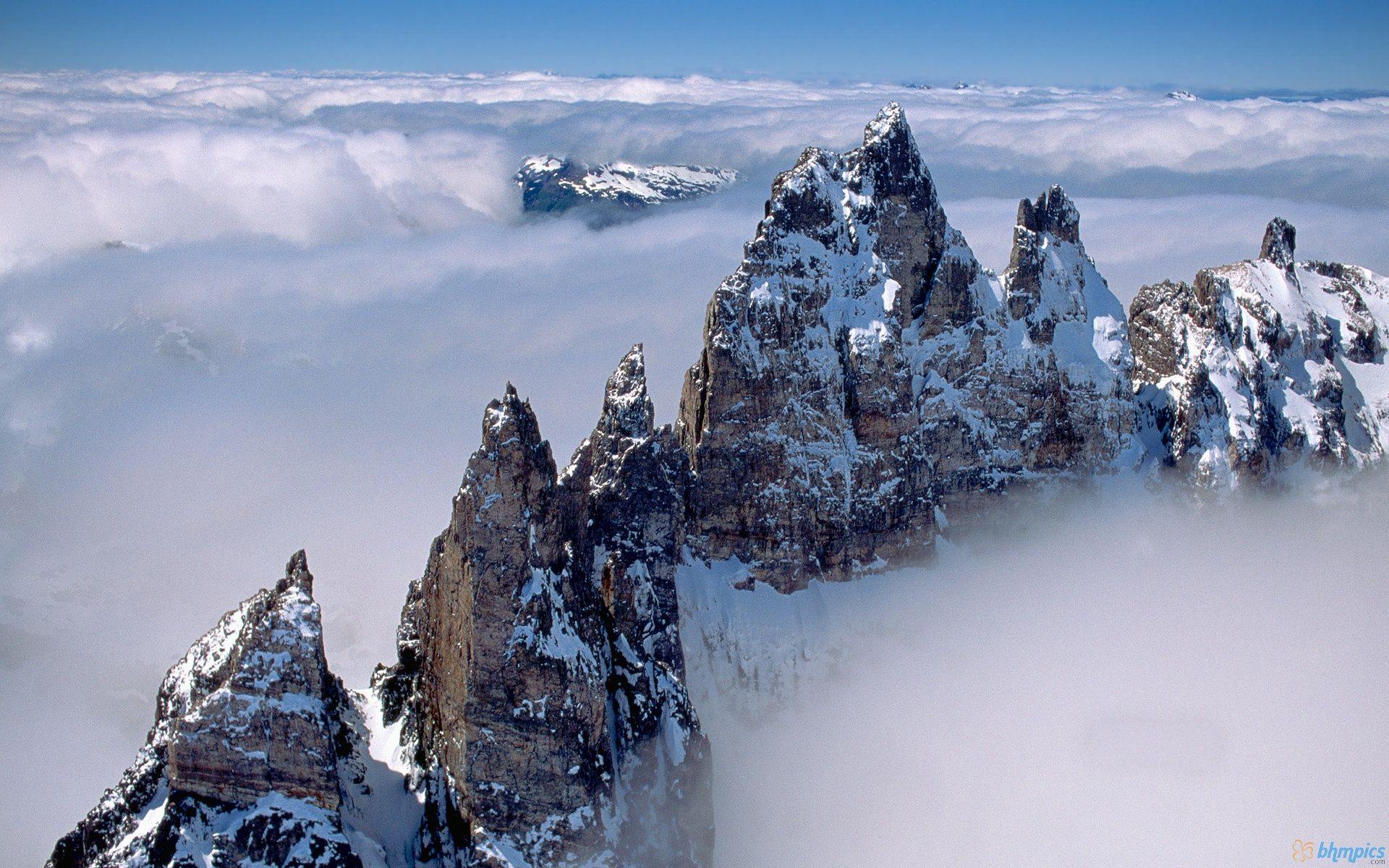 hd mountain peaks above clouds wallpaper free