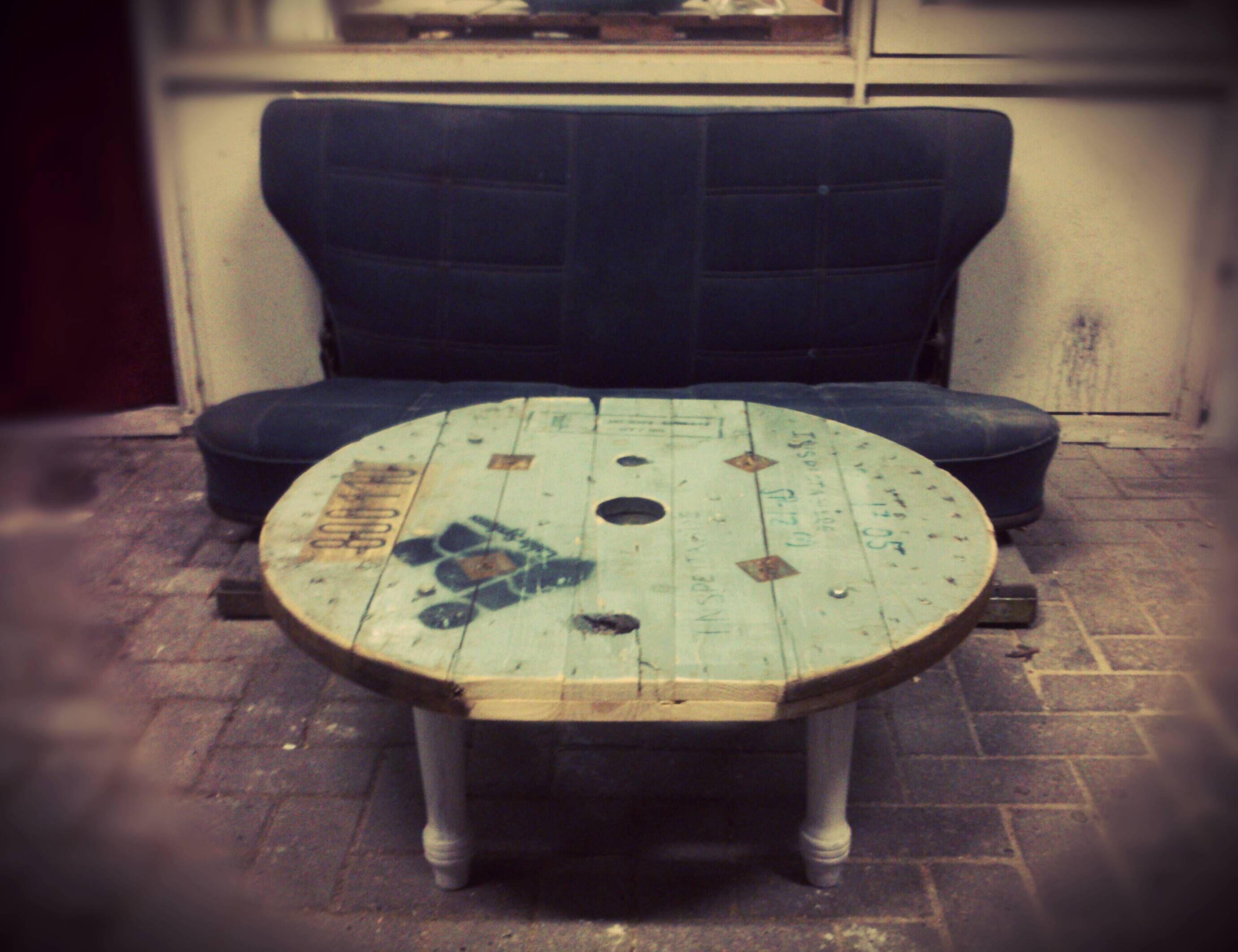 Levi's bank en industrieel tafeltje van CustomThijs