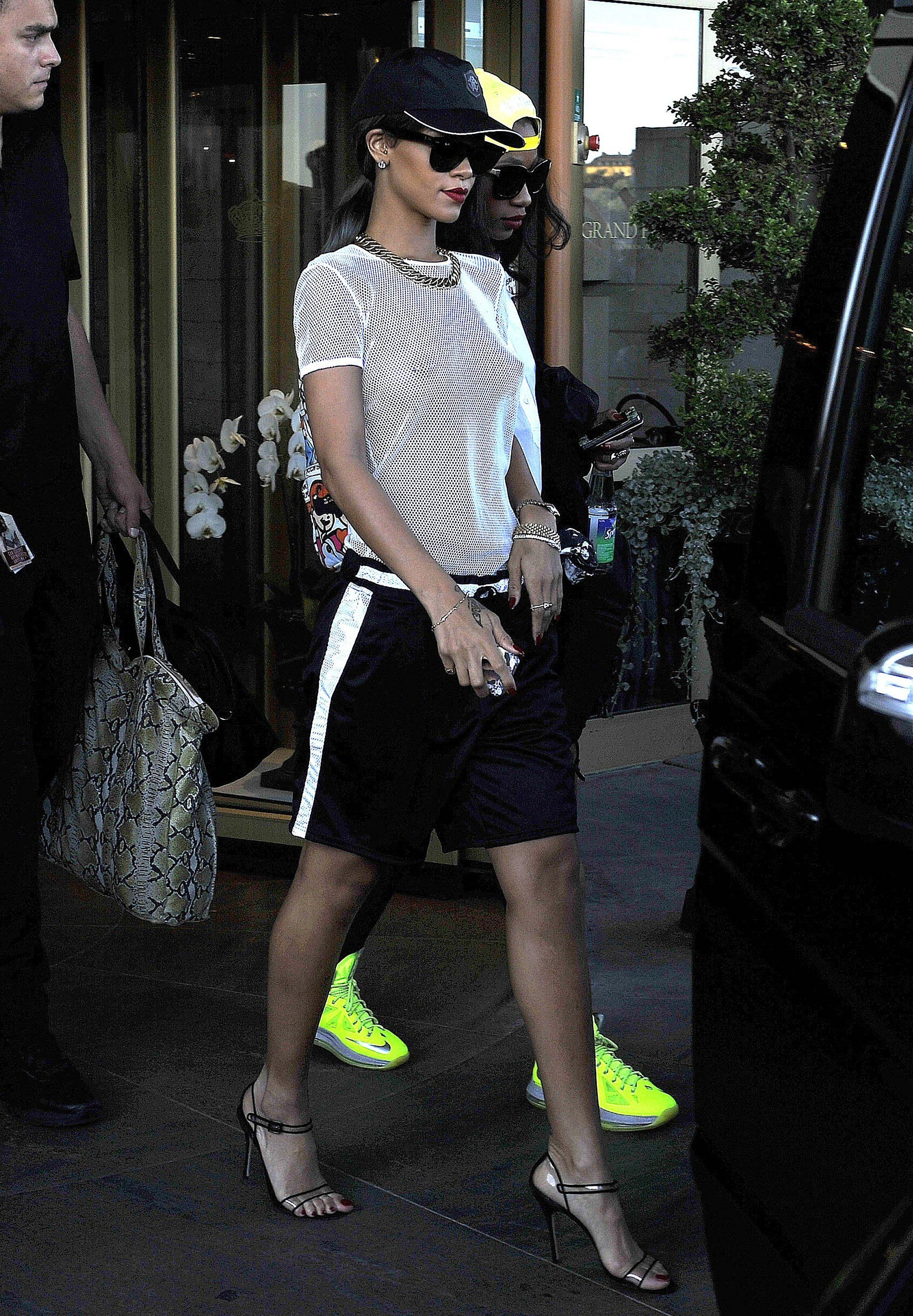 35a58cee97ce58 Rihanna - basketball shorts - aug 2016 Shorts Outfits Women