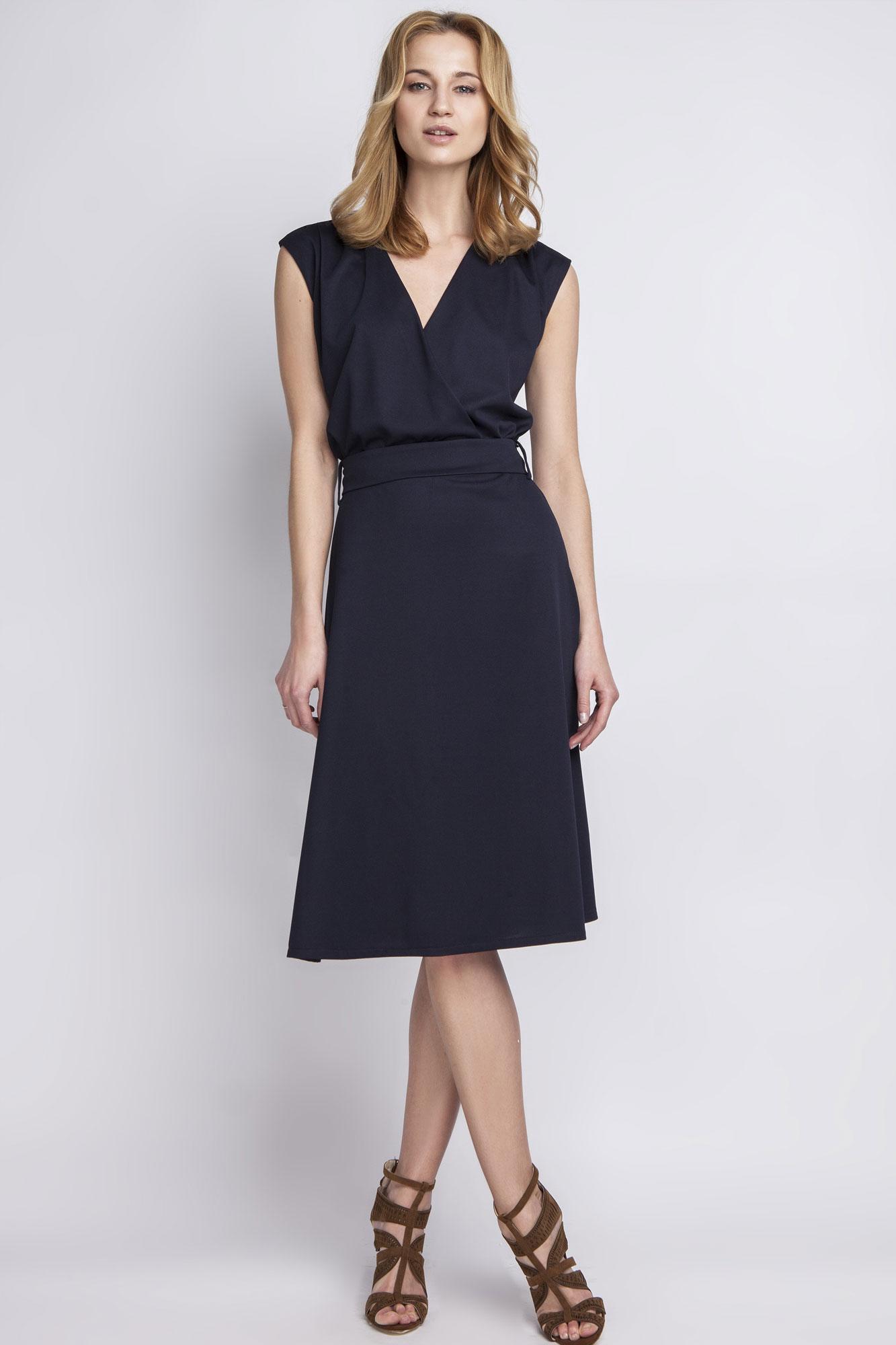 Quelle couleur de chaussures porter avec une robe bleu marine les conseils mode pinterest - Avec quoi porter une robe bleu marine ...