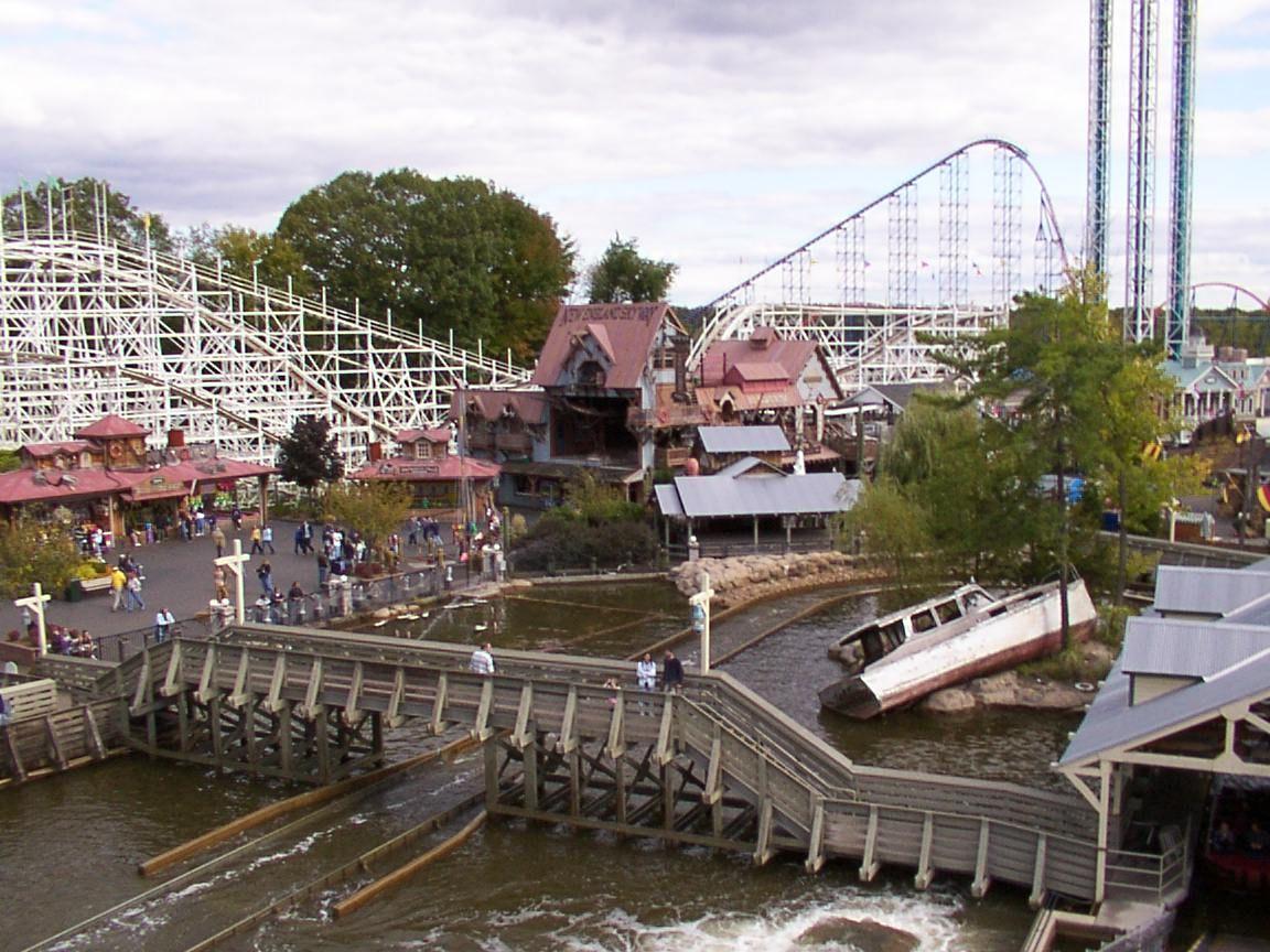 Shipwreck Falls At Six Flags New England Six Flags Amusement Park New England