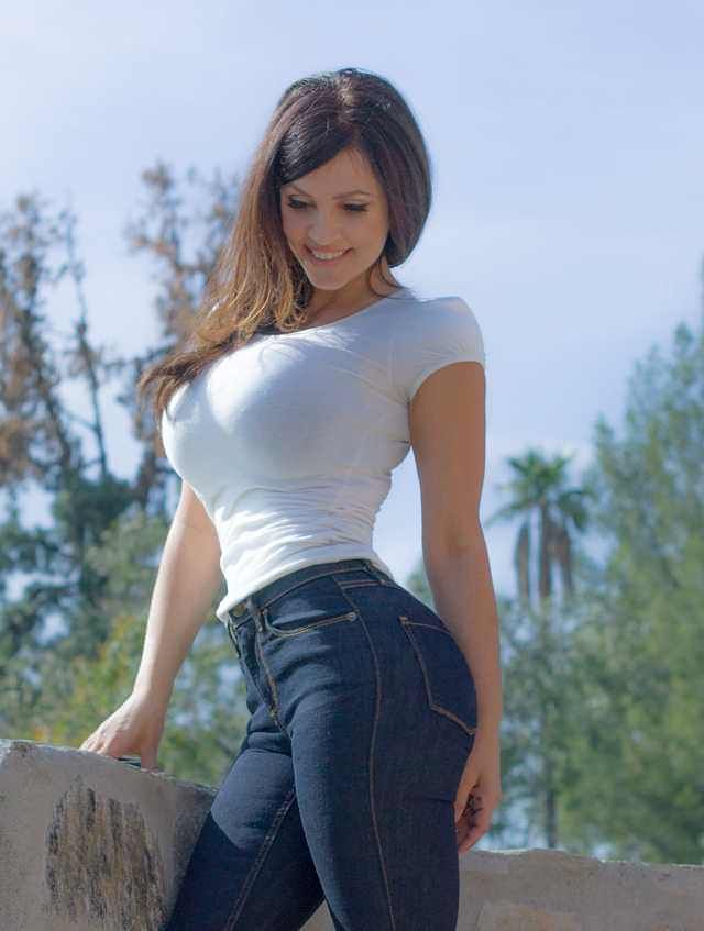 jeans tight Big boobs