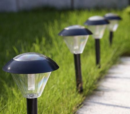 Use solar lamps or lanterns to illuminate walkways or steps so that guests unfamiliar with the terrain can find their footing.