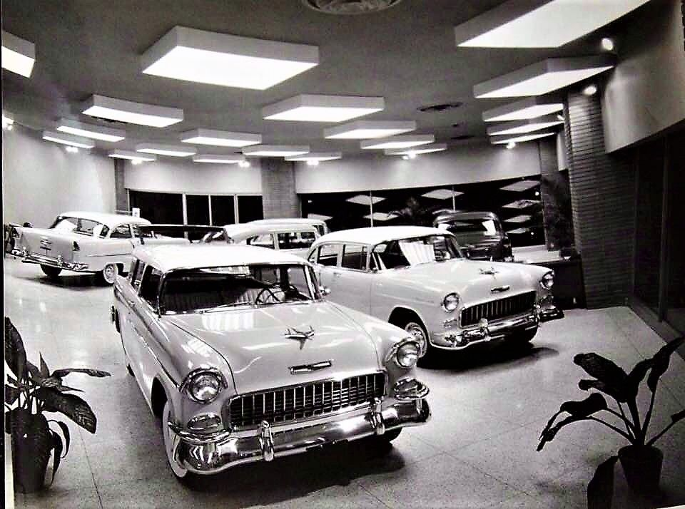 CHEVEOLET SHOWROOM 1955 Car dealership, Used car lots