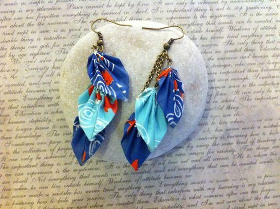 Boucles d'oreilles origami 3 feuilles bleues motif poissons rouges (collection printemps)