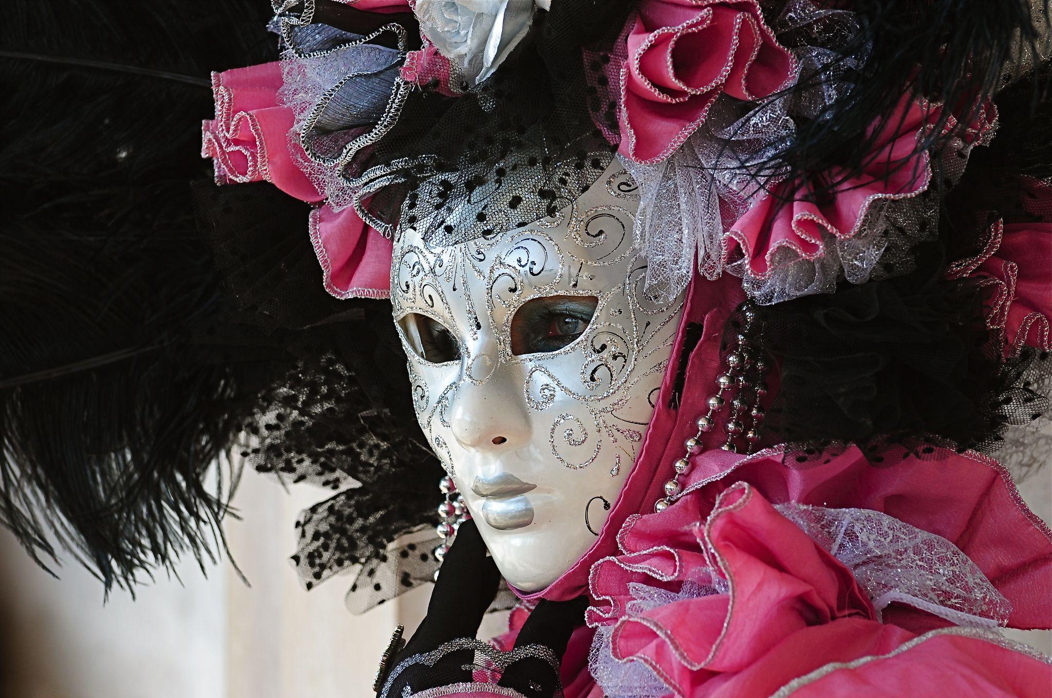https://flic.kr/p/kEd4AX | Venice Carnival 2014 - Carnevale di Venezia 2014 | Giovedì e Venerdì grasso nella splendida cornice di Venezia in compagnia delle sue splendide architetture e delle sue maschere