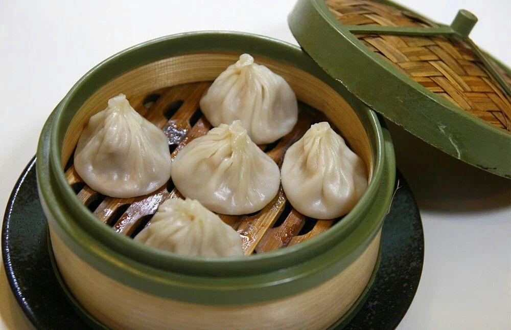 Steamed Buns (小笼包)