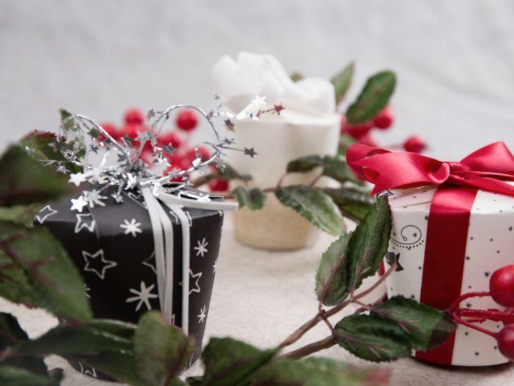 Tutoriale DIY: Cómo hacer cajitas para regalo con vasos de papel vía DaWanda.com