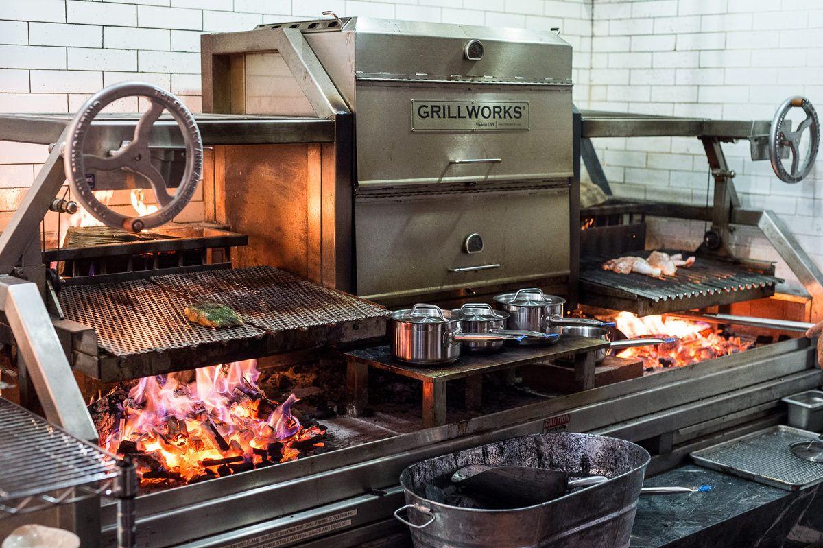 Marta Danny Meyer S White Hot New Pizzeria Cooking Restaurant Restaurant Kitchen Design Restaurant Kitchen