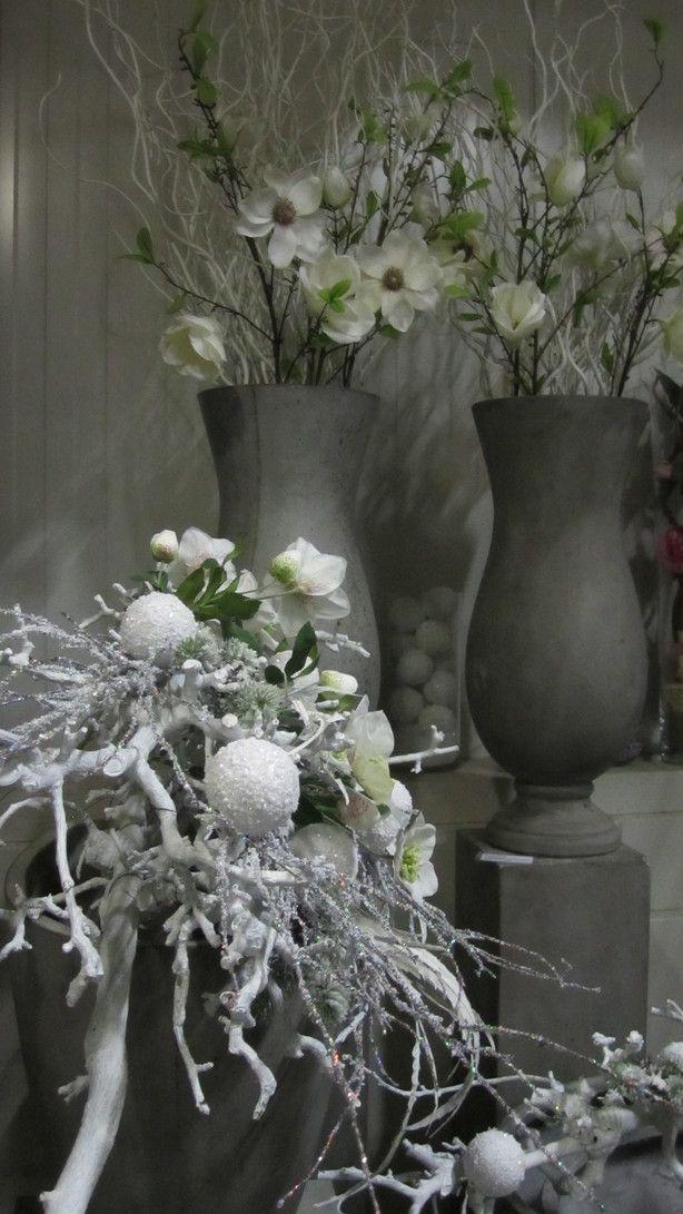Decoratie Met Allerlei Witte Decoratie Takken En Zijde Bloemen Webshop Decoratietakken Arranjos