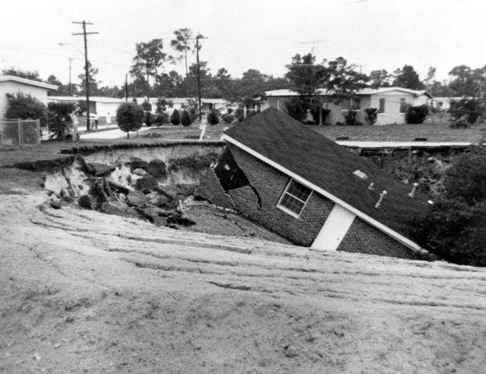Sinkhole In Bartow Florida 1967 Sinkhole Measured 520 Feet Long