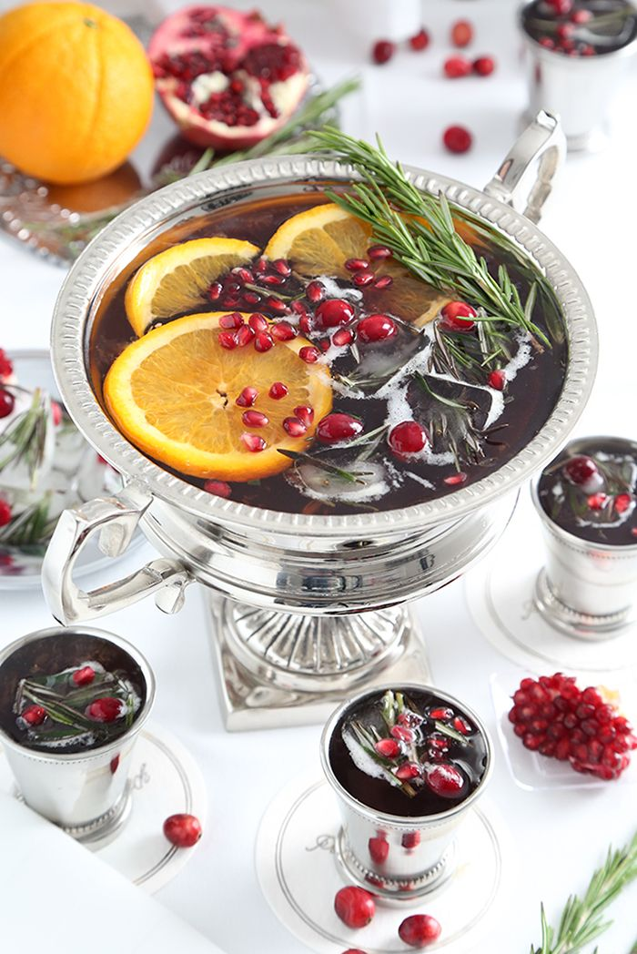 Sparkling Pomegranate Punch #alcoholpunchrecipes