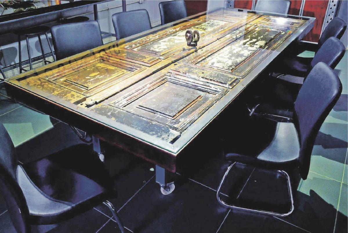 Mesa con puerta con troncos de rbol pinterest mesas - Mesas con puertas antiguas ...