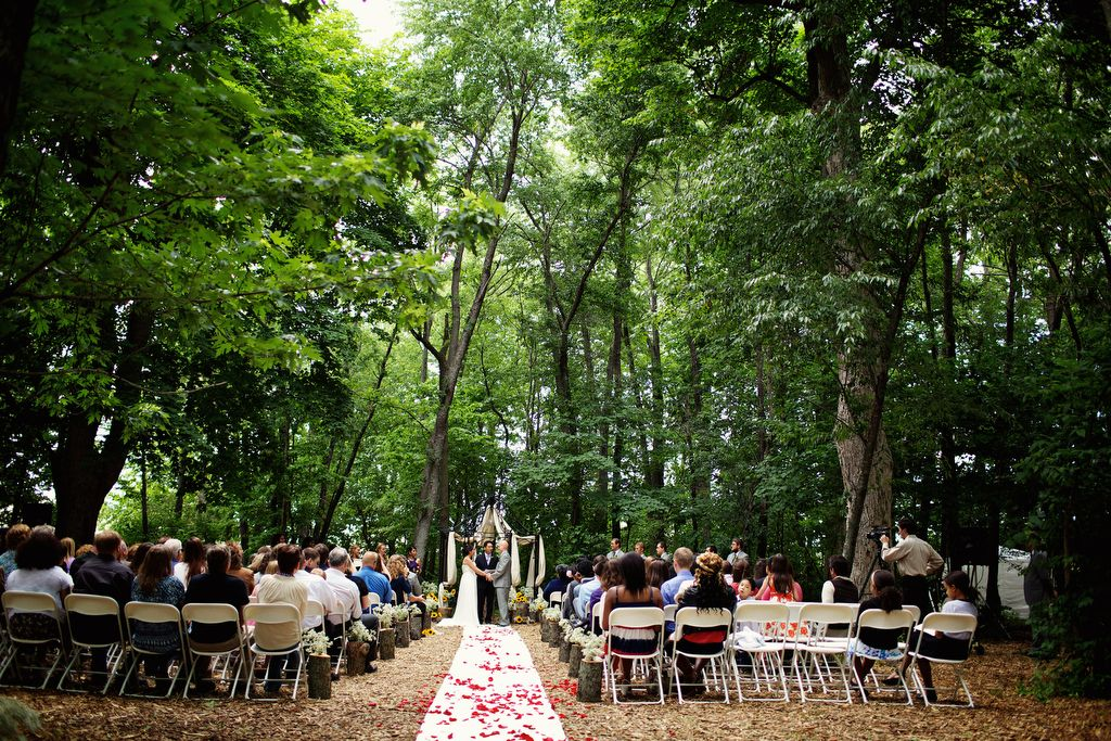 Rustic outdoor wedding in the woods. Wedding photography ...
