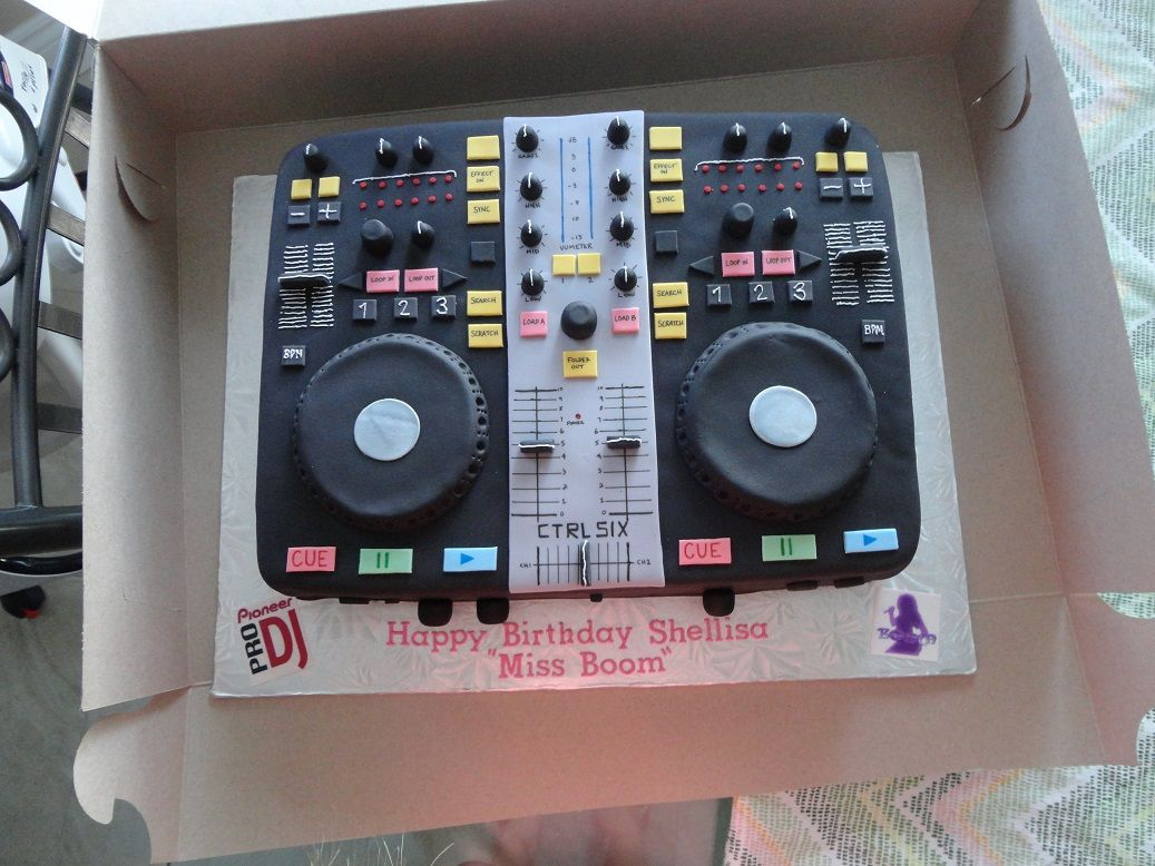 Dj Mixer Birthday Cake Everything Handmade And Edible Fodelsedagstarta