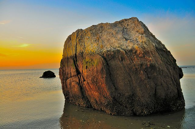 Big rock on Short beach by wowography.com, via Flickr