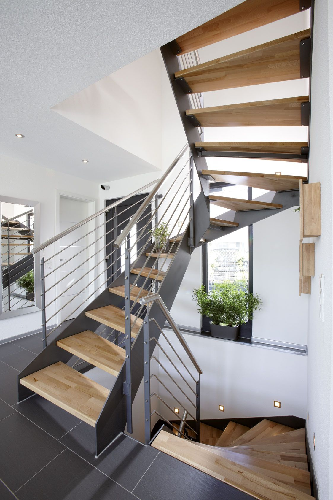 heller und moderner eingangsbereich einfamilienhaus ein haus zum wohlf hlen in 2019 treppe. Black Bedroom Furniture Sets. Home Design Ideas