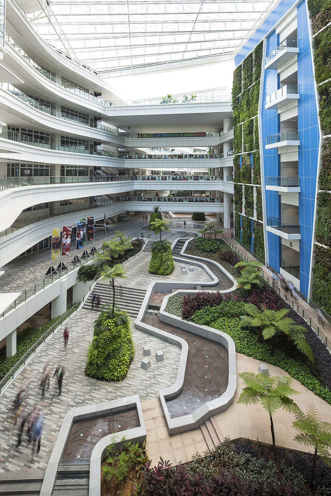 Internal courtyard institute of technical education for Garden design university
