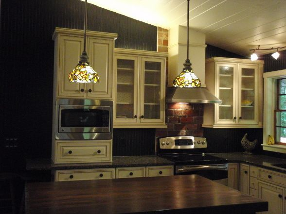 Tree House Kitchen - Love the lighiting over the island