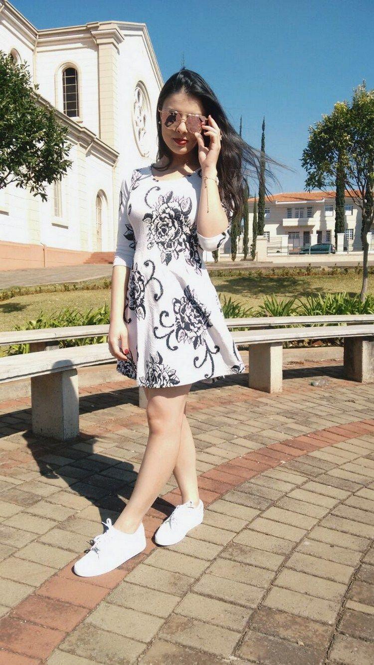 Vestido e tênis branco Look
