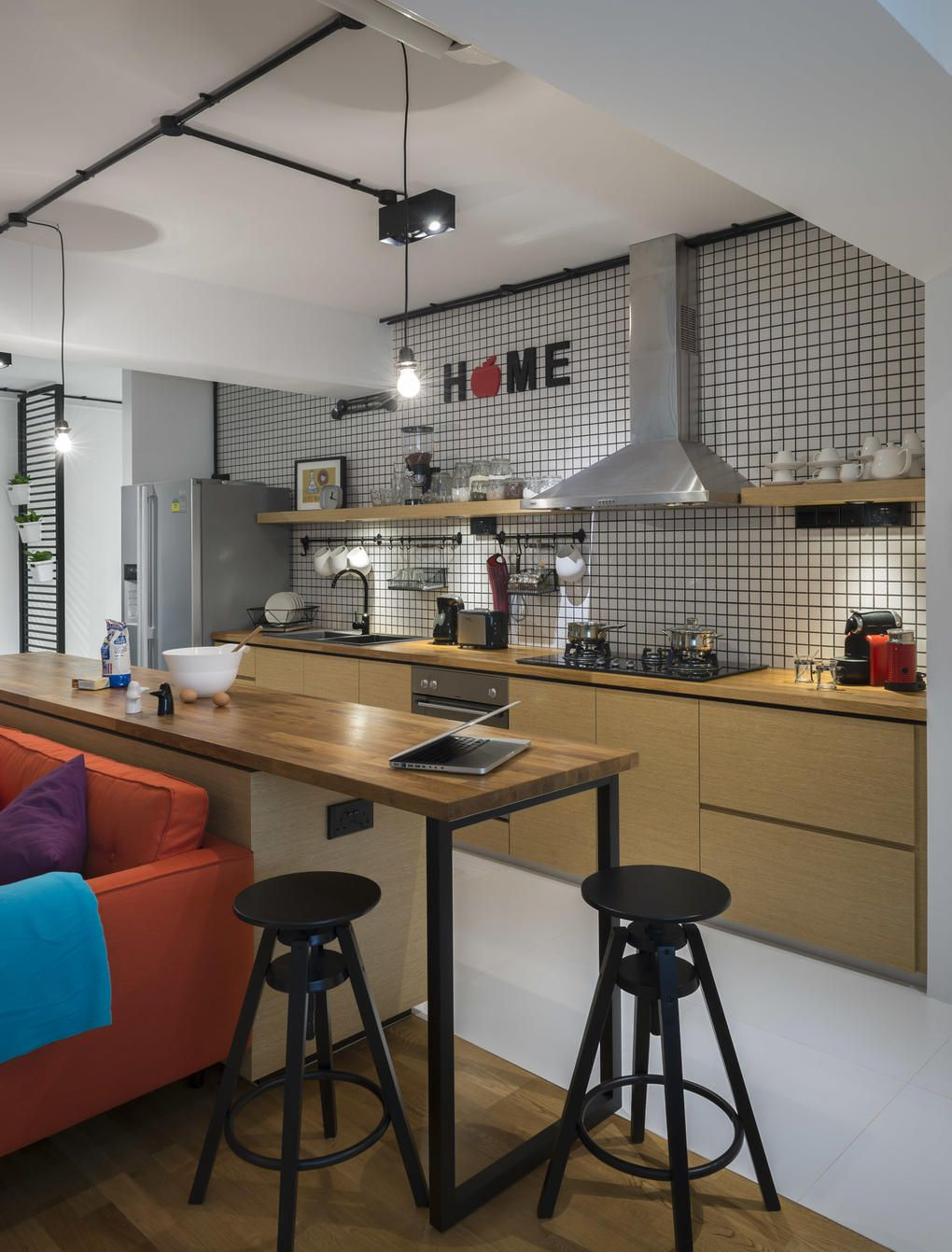 Singapore Hdb Living Room Design: There Are No Walls Between The Kitchen, Living And Dining
