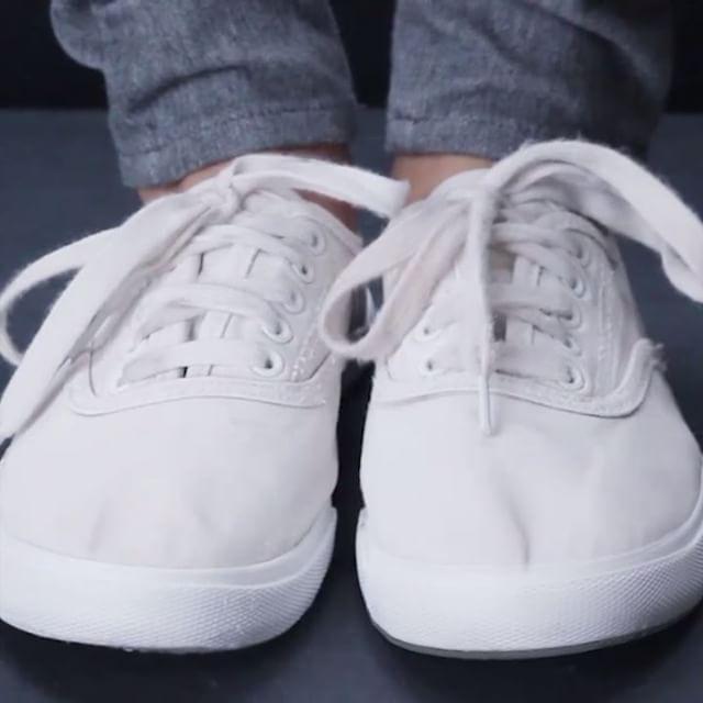 Как почистить белые кеды via Nifty | Белые туфли, Приёмы для