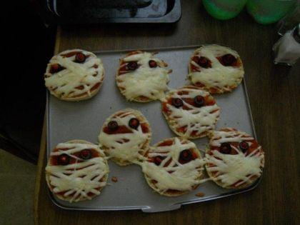 Pizza mummies recipe comments haunting halloween dinners pizza mummies recipe comments haunting halloween dinners familyfun forumfinder Gallery