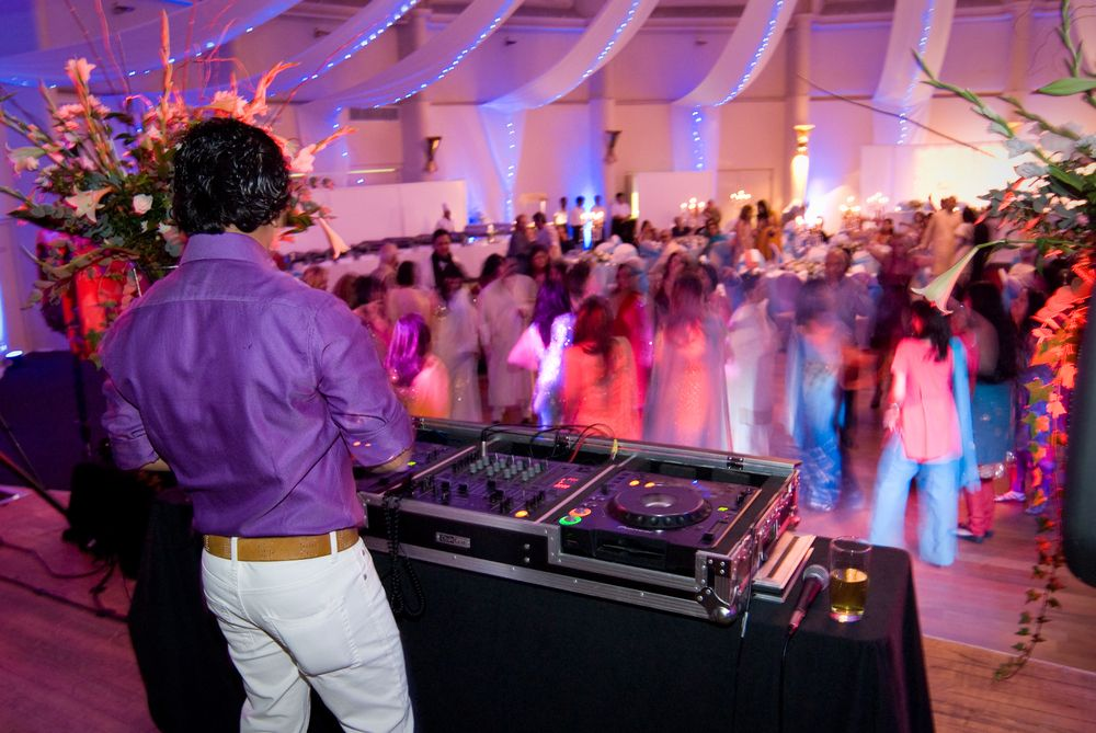 3 Tips For Choosing The Most Appropriate Music For Your Wedding Night In 2020 Dj Professional Dj Djs