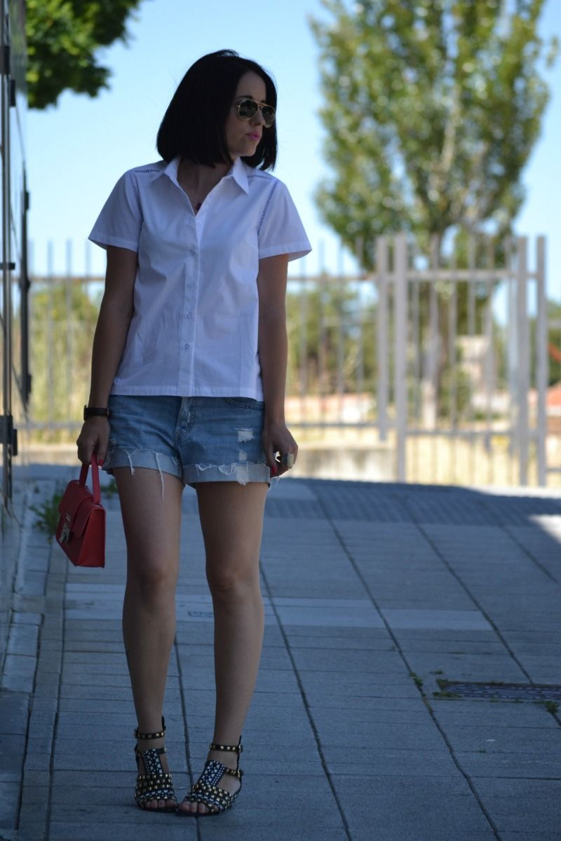 White is always a good option ... http://victimofmycloset.blogspot.com/
