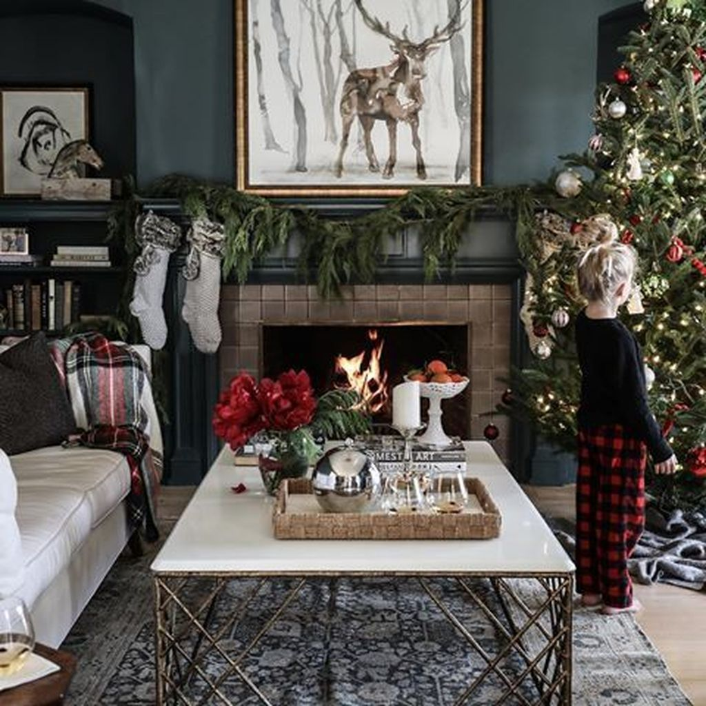 31 Lovely Christmas Coffee Table Decor Ideas In 2020 Christmas Coffee Table Decor Holiday Decor Decor