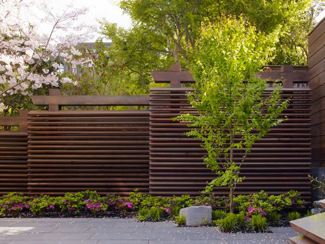 Staggered horizontal fence perfect for privacy on for Garden privacy wall ideas
