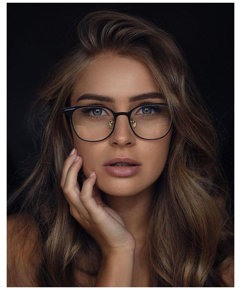 20 Weird Things That Only Girls Who Wear Glasses Can Relate To Glasses For Round Faces W Glasses For Round Faces Womens Glasses Frames Cute Glasses Frames