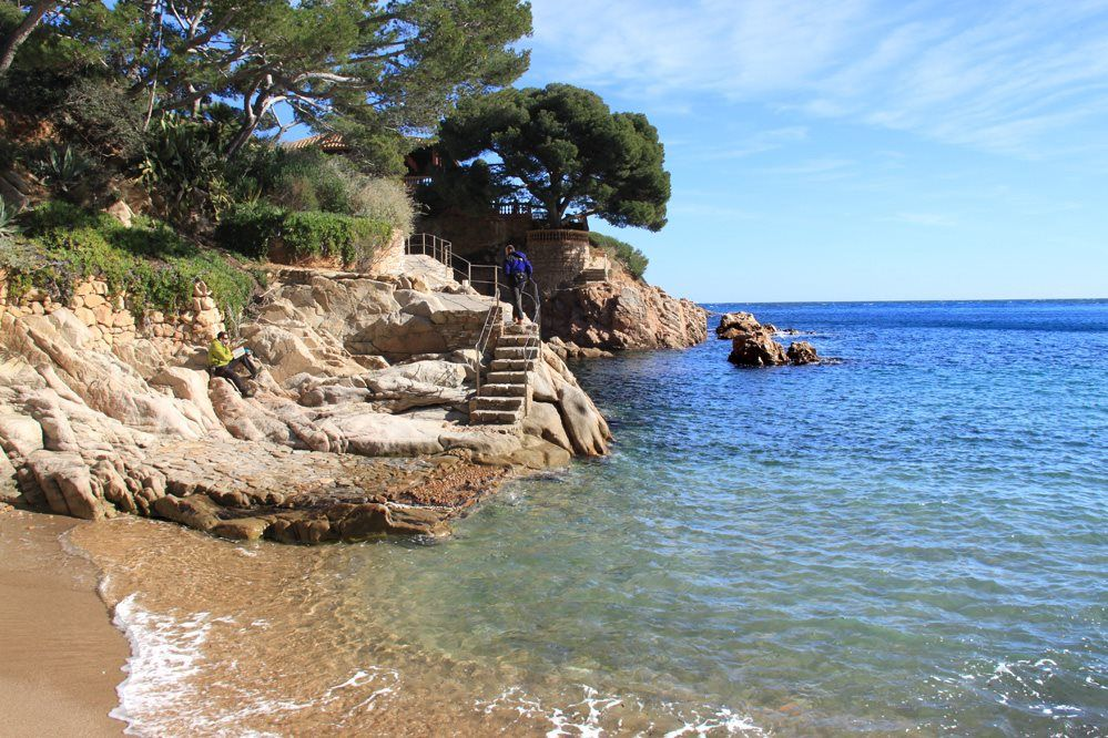 Costa Brava Cabo de Gata País Vasco Galicia y Mallorca. 5 senderos pegados al mar: https://t.co/o79hotbZTt https://t.co/86MDGjdt6y