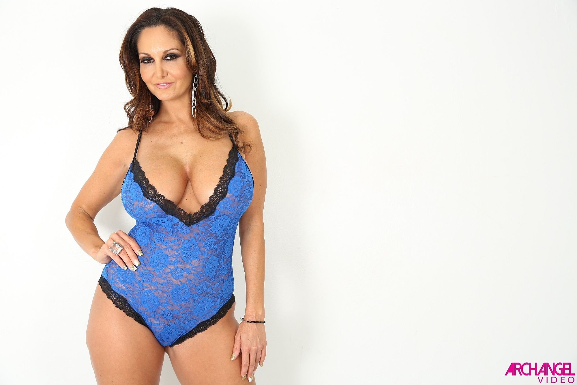 not looking for Hottest mature slut attractive, intelligent lady