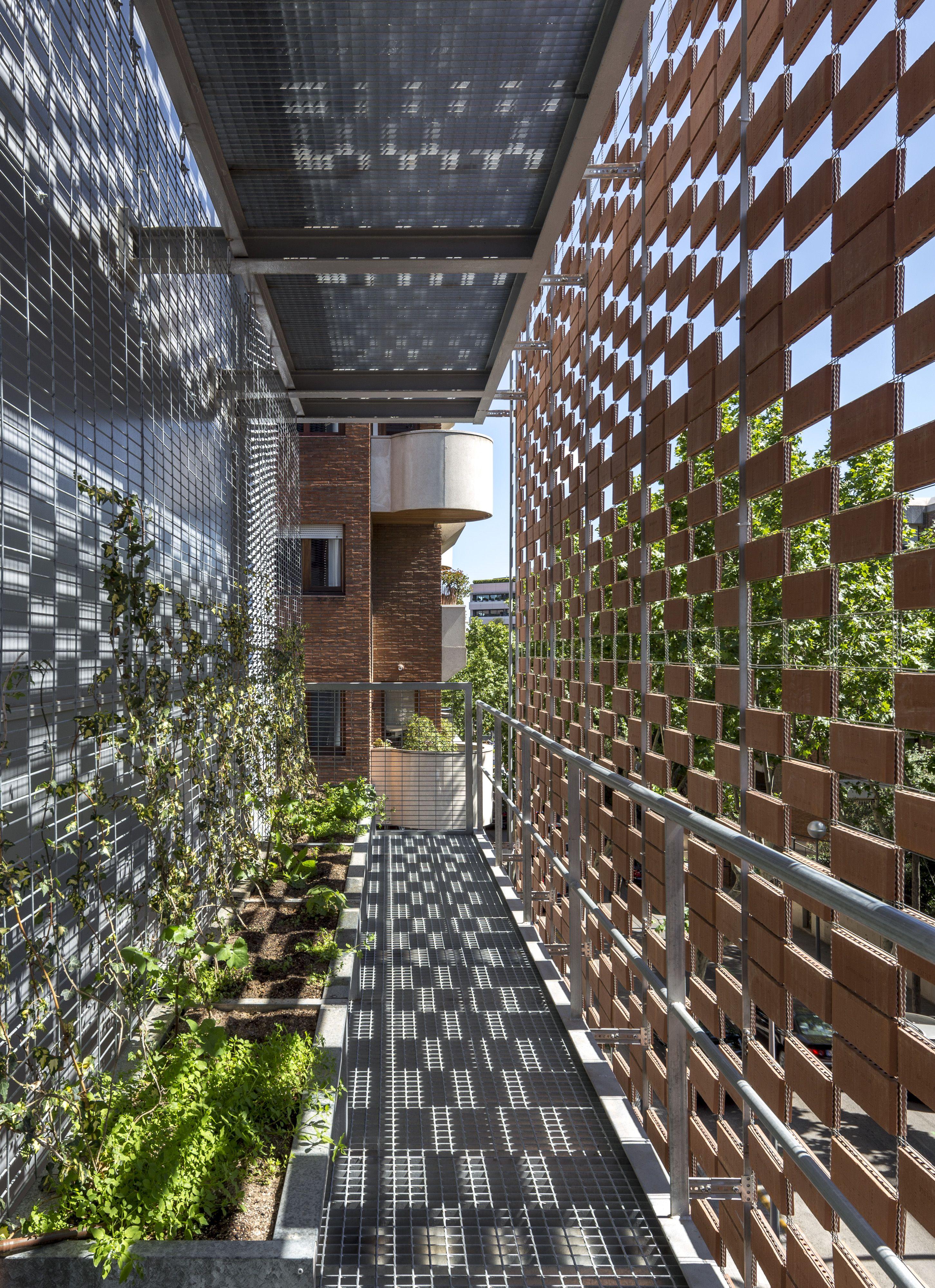 Teresianas – Barcelona – Flexbrick dressing architecture