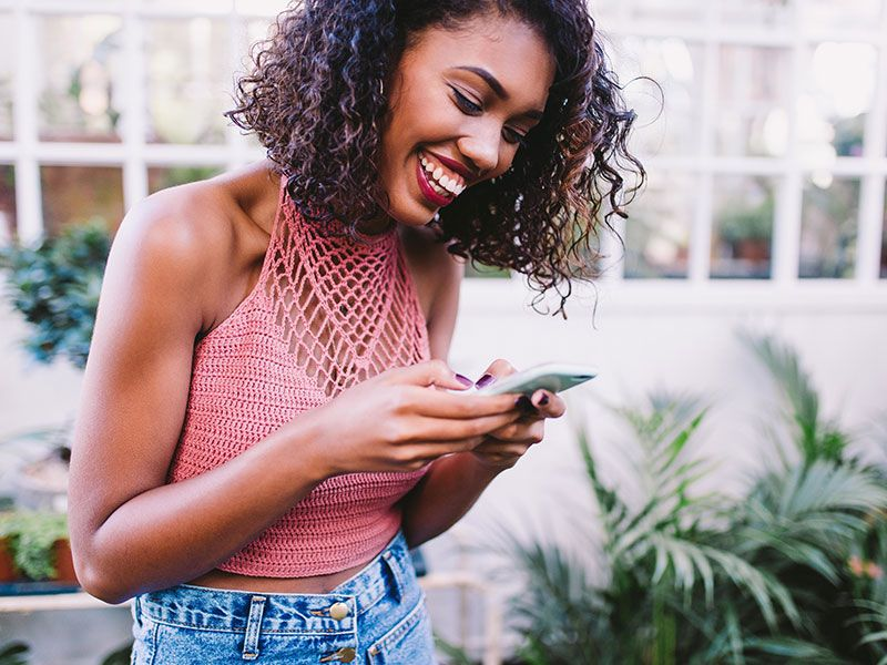 How to make a girl laugh over text a stepbystep guide