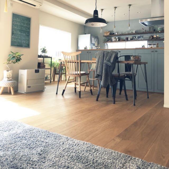 リビング 造作キッチン ブルーグレー アートワークスタジオ 照明