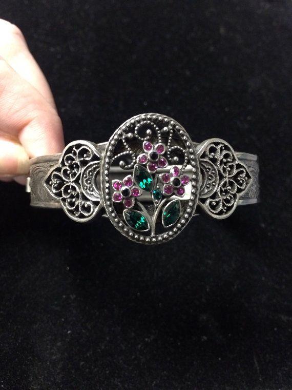 Vintage detailed floral cuff bracelet