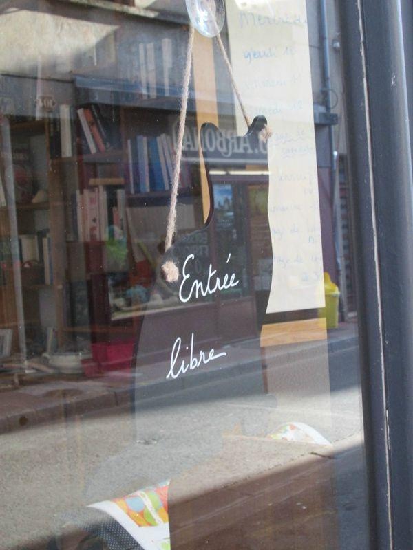 Une Aiguille Dans Les Livres : aiguille, livres, Aiguille, Livres, Salon, Thé,, Sashiko,, Livre
