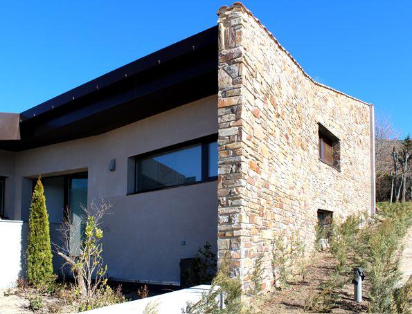 Casas contemporaneo exterior jardin puertas vidrio for Decoracion exterior jardin contemporaneo