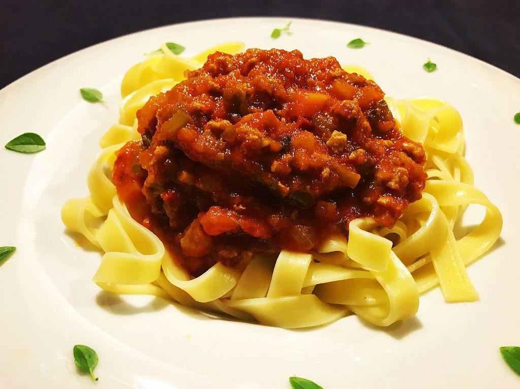 https://flic.kr/p/UTTyfQ | Salsa bolognesa o boloñesa. koketo | La salsa boloñesa, bolognesa, bolognese o también llamado ragù alla bolognese es una de las más conocidas y usadas de la cocina italiana típica, tanto como lo es en las casas de nuestro país la salsa de chorizo con tomate. koketo.es/salsa-bolonesa/ @chefkoketo