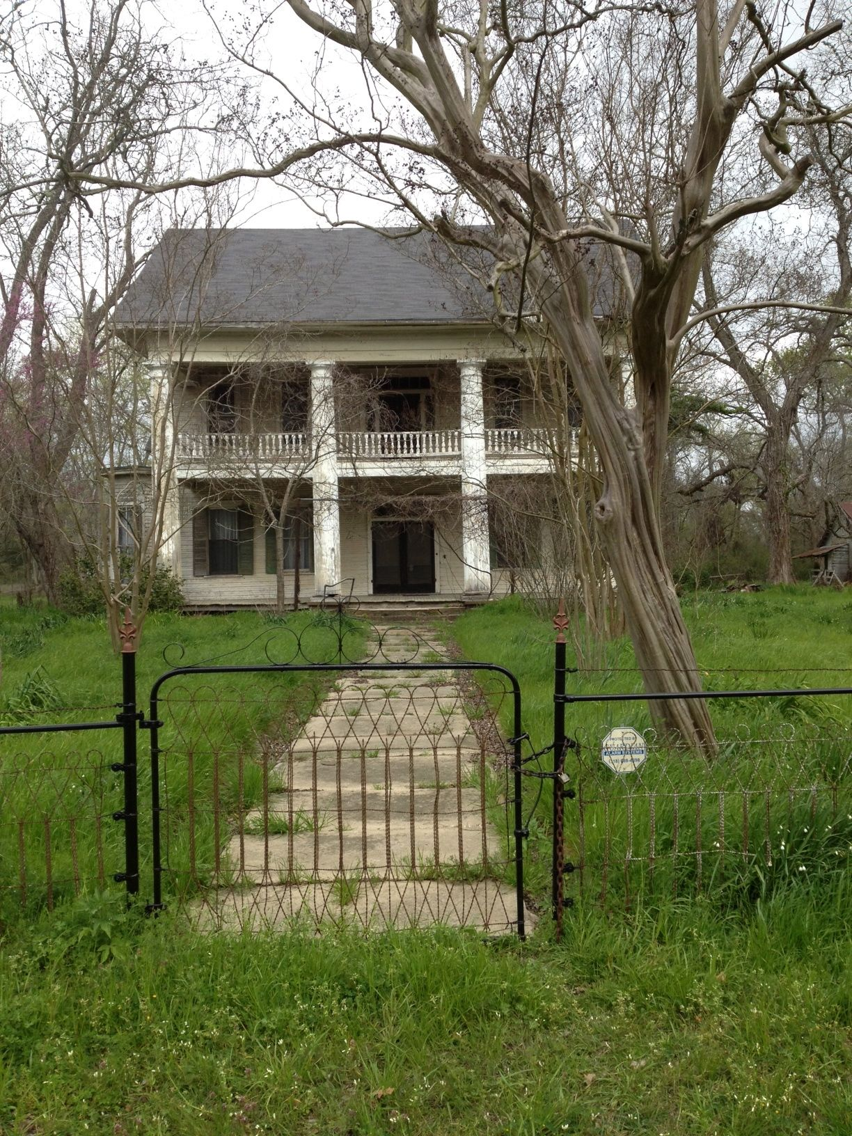 Abandoned plantation house in va southern plantation for Abandoned plantations in the south for sale
