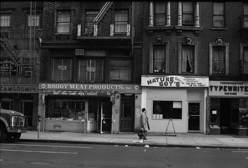96 2 Av E Side Btw 5 6 Brody Meat Products Vs Nature Boy S Vegetarian Jpg Harlem Spanish Harlem Vegetarian Restaurant
