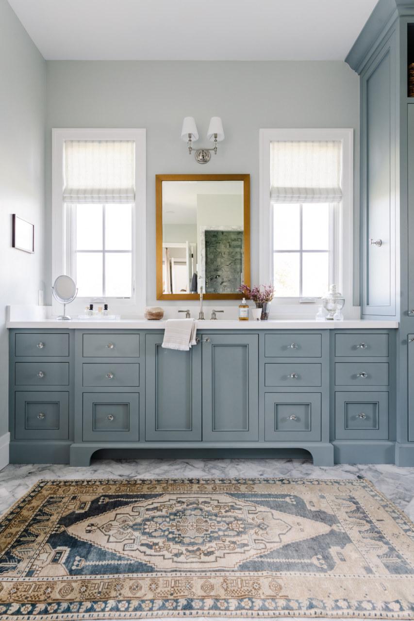 Rugs Make The Room In 2021 Vintage Rugs Vintage Rug Bathroom Blue Vintage Bathroom [ 1280 x 853 Pixel ]